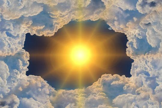 sol entre las nubes