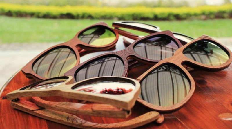 gafas de madera a la moda
