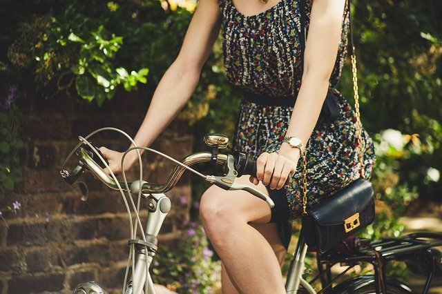 Ahorrar usando la bicicleta